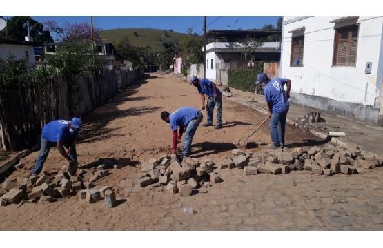 Secretaria de Obras realiza melhorias em várias pontos do município
